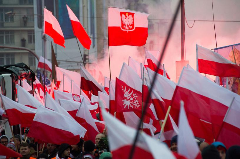 Podczas święta niepodległości na ulicach tysiące policjantów; w powietrzu śmigłowce i drony /Wojciech Strozyk/ /Reporter
