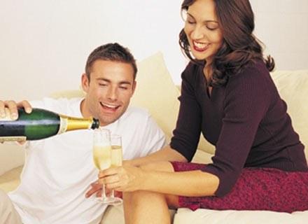 Podczas sylwestrowej nocy łączy nas jedno: lampka szampana