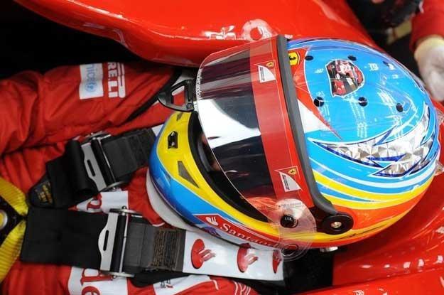 Podczas testów w Jerez Alonso na kasku miał symbol kasku... Kubicy /Agencja SE/East News