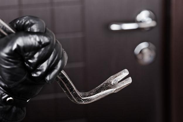 Podczas urlopu właściciele mieszkań są bardziej narażeni na kradzieże majątku pozostawionego w domu /©123RF/PICSEL