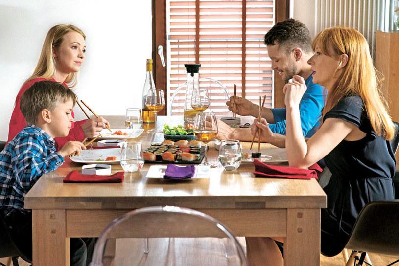 Podczas uroczystej kolacji Agnieszka przyzna się Asi i Tomkowi, że zaczęła spotykać się z lekarzem Helenki /Agencja W. Impact