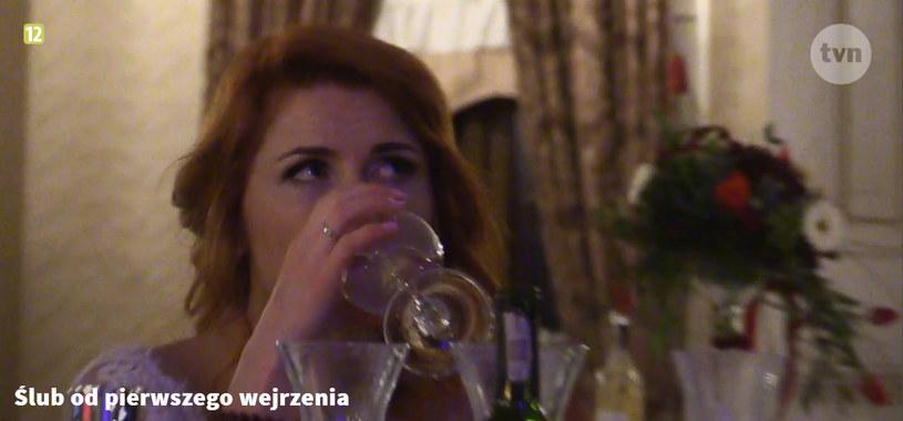 Podczas wesela bywało i tak, że jej uśmiech schodził z twarzy /TVN