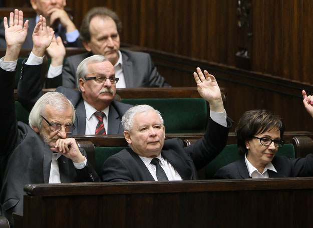 Podczas wieczornego głosowania udzielono wotum zaufania rządowi Beaty Szydło /Paweł Supernak /PAP