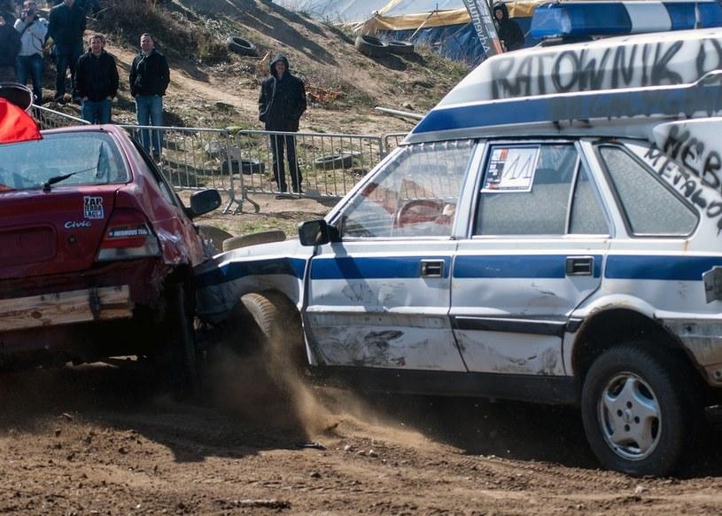 Podczas Wrak Race drobna stłuczka to powód do frajdy, nie zmartwienia /Marek Michalak /East News
