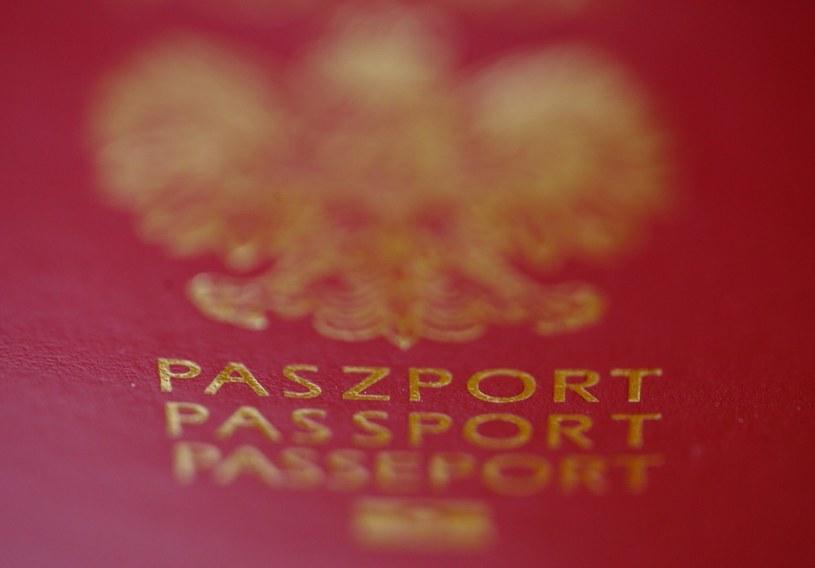 Podczas wyrabiania paszportu od dzieci poniżej 12. roku życia nie będą pobierane odciski palców /Stanisław Kowalczuk /East News