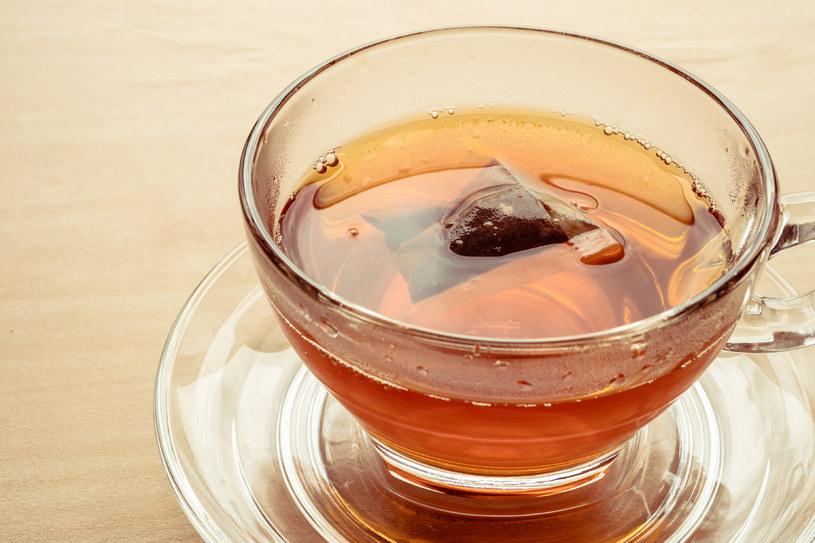 Podczas zaparzania jedna torebka herbaciana uwalnia ok. 11,6 miliarda cząsteczek mikroplastiku /123RF/PICSEL