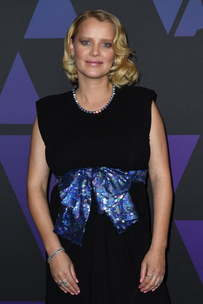 Podczas zawodowej podróży po USA aktorka podkreśla ciążowe krągłości /Valerie MACON / AFP /East News