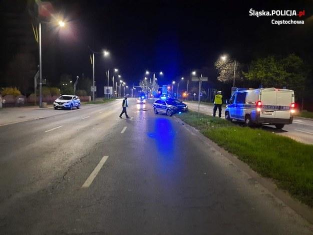 Podczas zdarzenia uszkodzone zostały dwa radiowozy /Śląska policja /