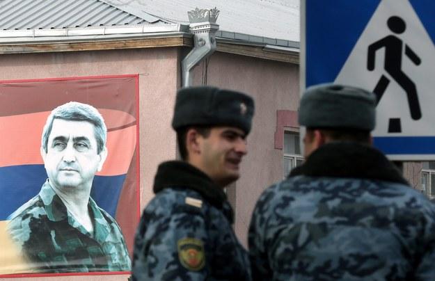 Poddała się grupa okupująca posterunek policji w Erywaniu