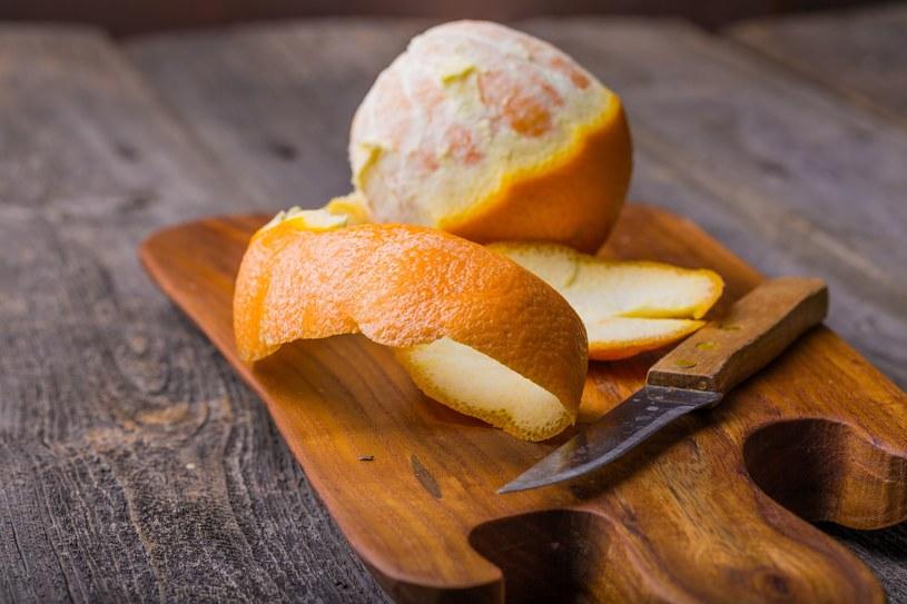 Podgrzej na suchej patelni skórki z pomarańczy. Efekt cię zadziwi /123RF/PICSEL