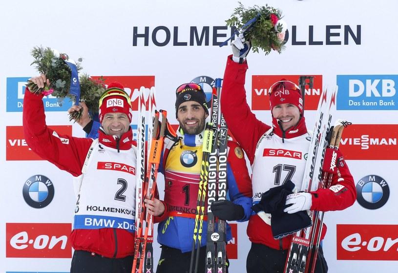 Podium biegu na dochodzenie w Oslo: Ole Einar Bjoerndalen (z lewej), Martin Fourcade i Emil Hegle Svendsen /PAP/EPA