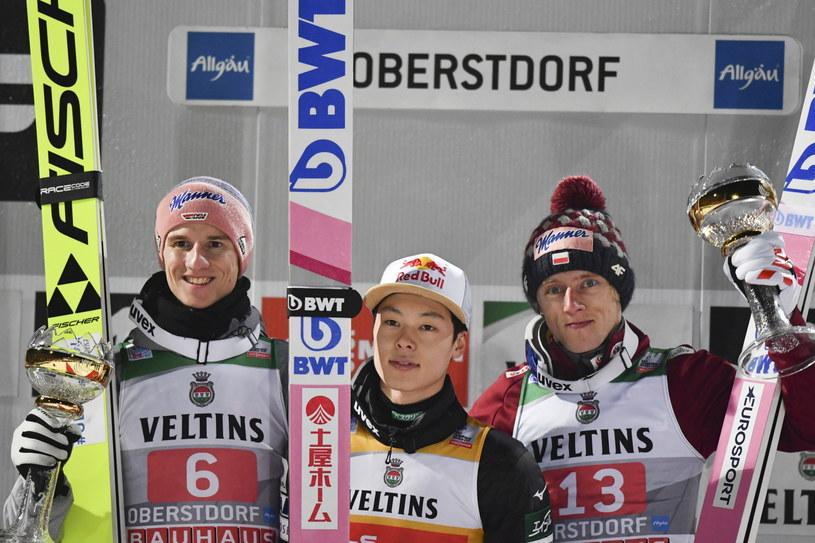 Podium konkursu w Oberstdorfie: Karl Geiger, Ryoyu Kobayashi i Dawid Kubacki /PAP/EPA