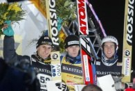 Podium konkursu w Willingen /AFP