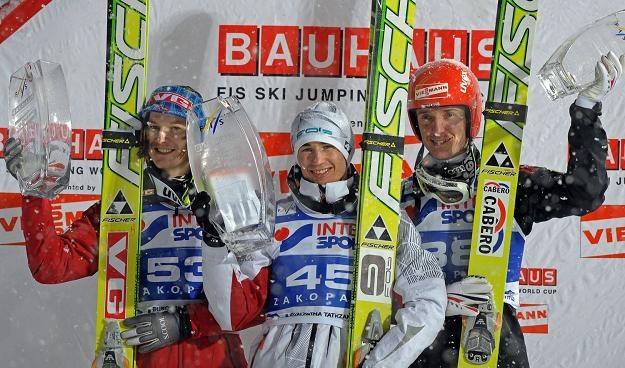 Podium na ostatnim PŚ w Zakopanem (od prawej): Michael Uhrmann, Kamil Stoch i Tom Hilde. /AFP