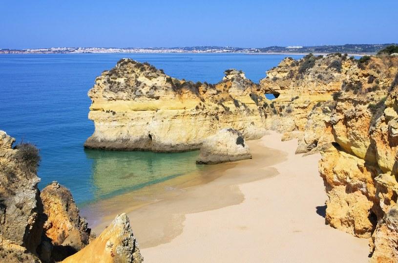 Podjęliście już decyzję o wakacjach w Portugalii?; na zdj. plaże Algarve /123RF/PICSEL