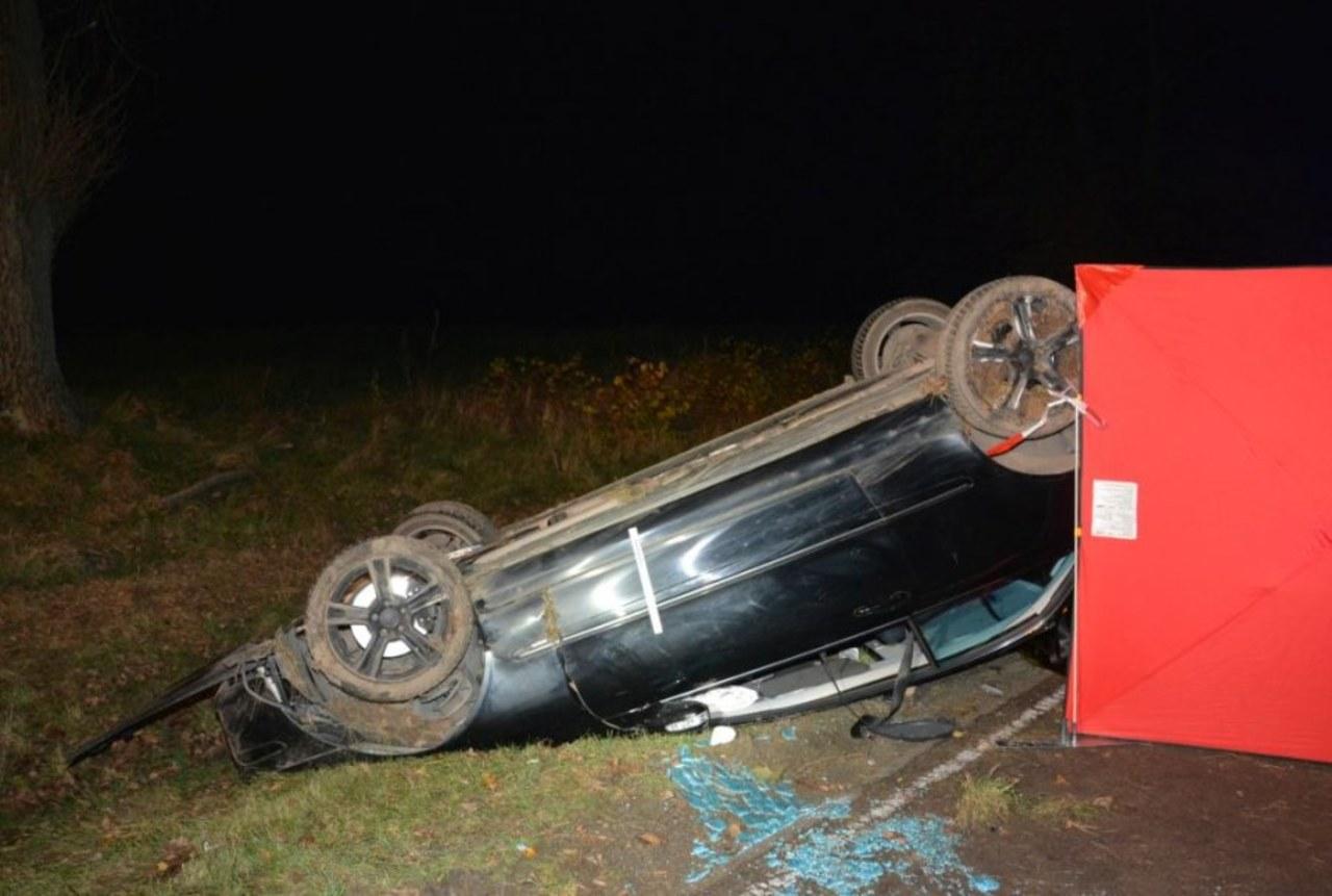Podkarpacie: Samochód wypadł z drogi i dachował. Zginęła 16-latka