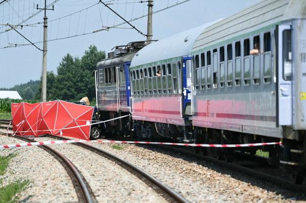 Zderzenie samochodu osobowego z pociągiem w Wierzawicach