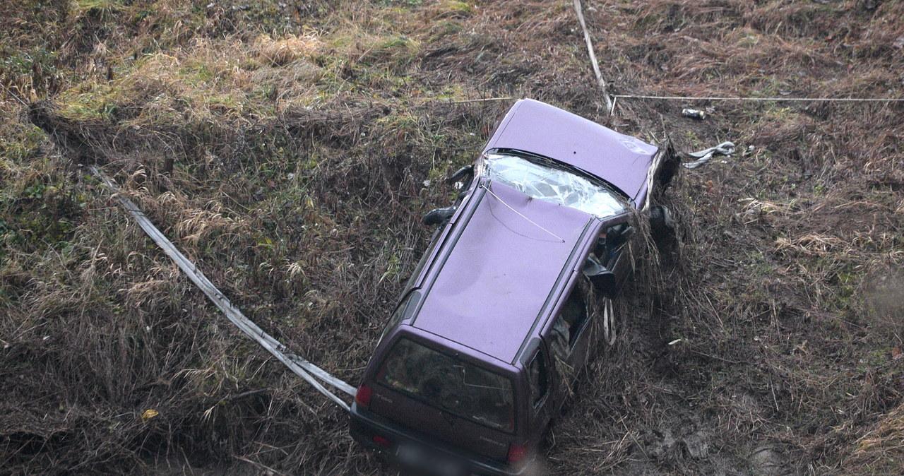 Podkarpacie: Z Wisłoka wydobyto auto. Wewnątrz były ciała
