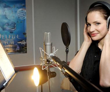 Podkłada głos i śpiewa w nowej animacji