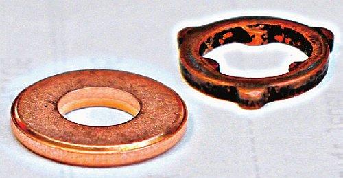 PODKŁADKI POD WTRYSKIWACZAMI: problem silnika 2.0 CD. Z lewej wersja starsza, z prawej – poprawiona. /Motor