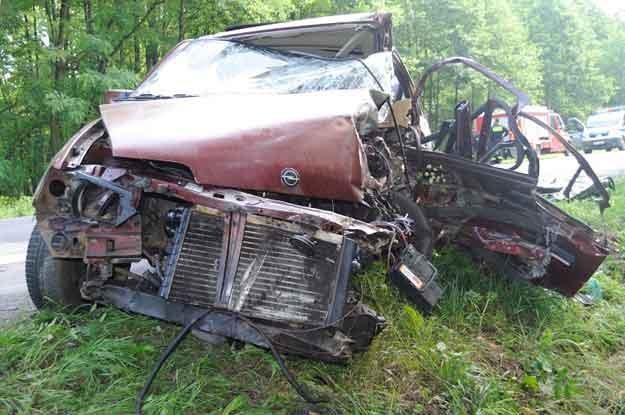 Podklucze. Czołowe zderzenie dwóch opli.  Zginął 72-letni wrocławianin kierujący kadettem /Policja