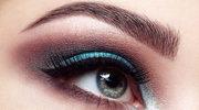 Podnieś makijażem opadające powieki
