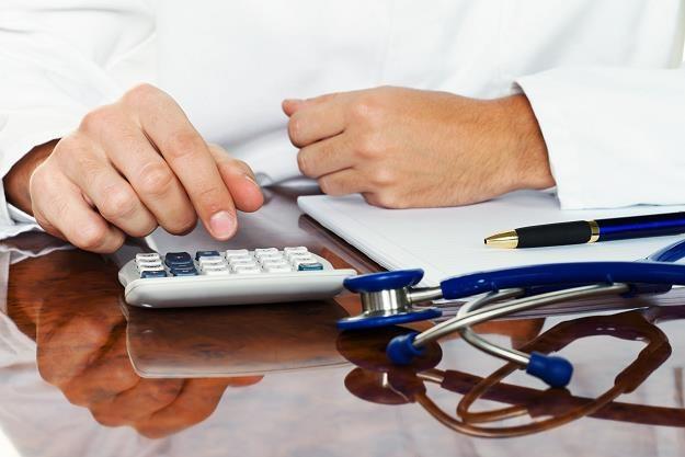 Podniesienie składki zdrowotnej jest niezbędne /©123RF/PICSEL