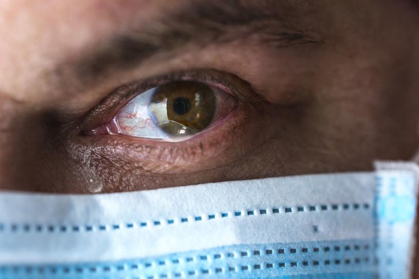 Podobne objawy sprawiają, że często trudno odróżnić koronawirusa od innej infekcji dróg oddechowych /123RF/PICSEL
