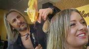Podpala włosy klientek. A kolejka rośnie