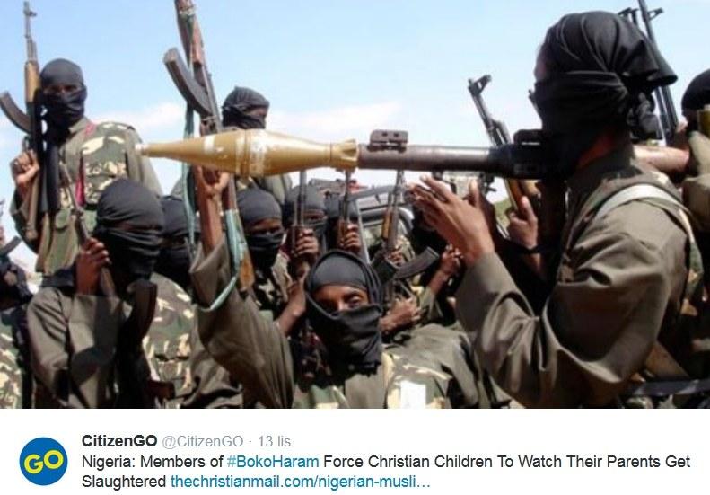 Podpis pod zdjęciem: Członkowie Boko Haram zamordowali rodziców chrześcijańskich dzieci na ich oczach /Twitter