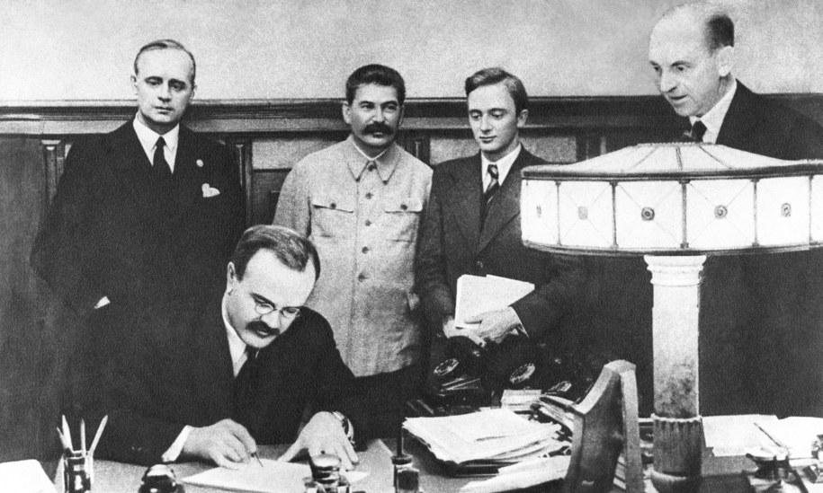 Podpisanie paktu Ribbentrop-Mołotow /Nikolai Akimov /PAP/ITAR-TASS