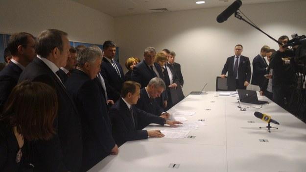 Podpisanie porozumienia ws. transportowców /Przemysław Marzec /RMF FM