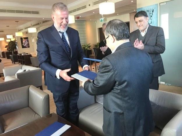 Podpisanie umowy o budowie zakładów przetwarzania odpadów w Iranie oraz miasto Ahwaz, gdzie znajdzie się pierwszy zakład (fot. Bioelektra) /&nbsp