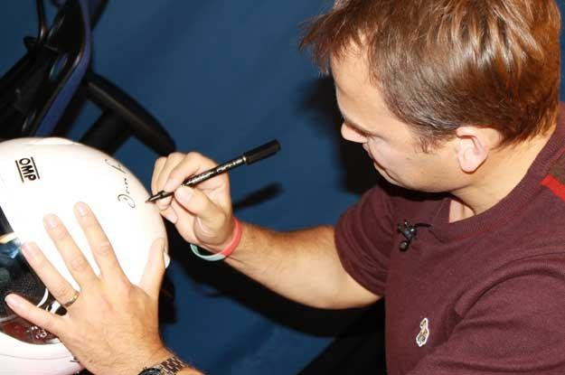 Podpisany przez Stiga biały kask może być twój! /INTERIA.PL
