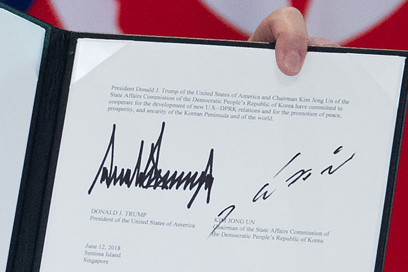 Podpisy przywódców pod dokumentem /AFP