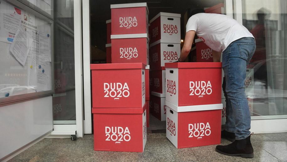 Podpisy zebrane pod kandydaturą Andrzeja Dudy / Radek Pietruszka   /PAP
