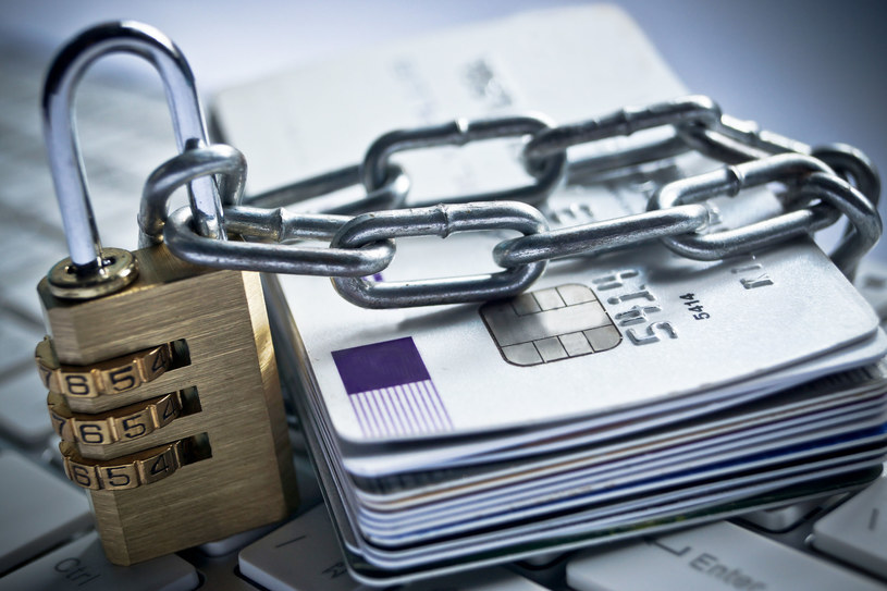 Podrobienie karty płatniczej czy założenia działalności gospodarczej w imieniu ofiary – to możliwe konsekwencje kradzieży tożsamości /123RF/PICSEL