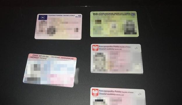 Podrobione dokumenty /Policja