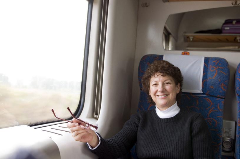Podróż pociągiem jest wygodna i nie musi być droga /123RF/PICSEL