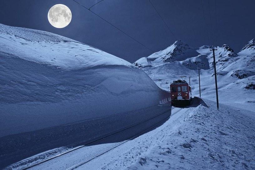 Podróż pociągiem w pełnię Księżyca jest szalenie romantyczna... /materiały prasowe