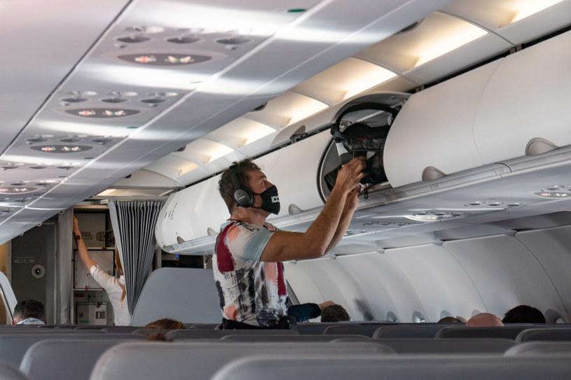 Podróż samolotem w czasie pandemii /Nicolas Economou/NurPhoto /Getty Images