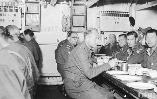 Podróż żołnierzy 2 Warszawskiej Dywizji Pancernej statkiem SS Eastern Prince po demobilizacji Polskich Sił Zbrojnych w Wielkiej Brytanii /Ze zbiorów Narodowego Archiwum Cyfrowego