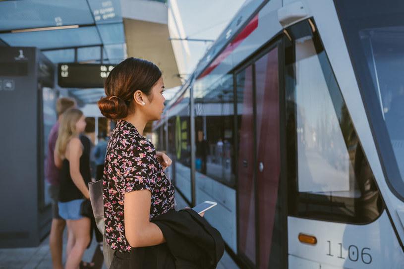 Podróże sprzyjają nowym znajomościom /123RF/PICSEL