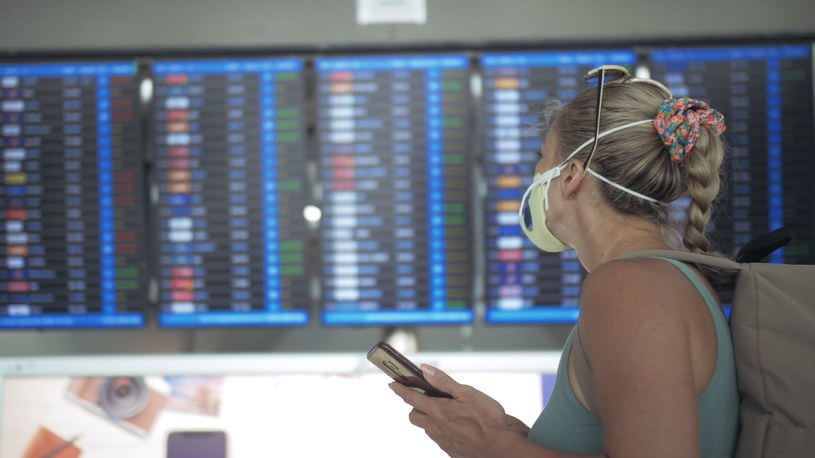 Podróżników publikujących zdjęcia w mediach społecznościowych spotyka krytyka /123RF/PICSEL