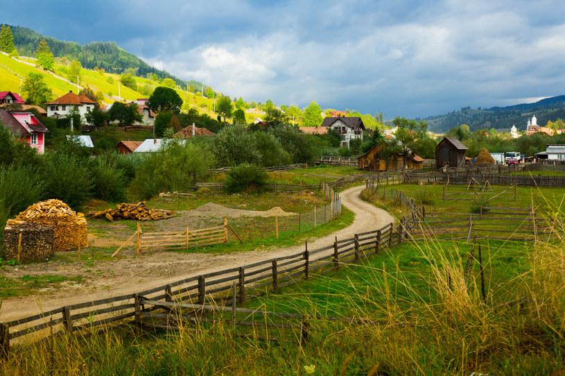 Podróżując po Rumuni można zachwycić się gościną mieszkańców i bajecznymi widokami /123RF/PICSEL