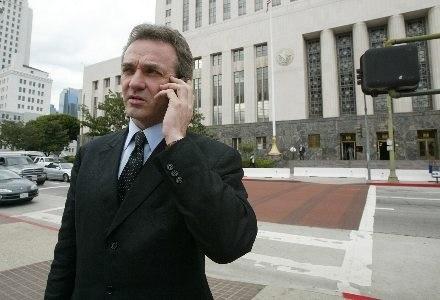 Podsłuchiwanie rozmów może być szczególnie niebezpieczne dla dużych firm /AFP