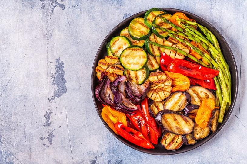 Podstawą diety wegańskiej i wegetariańskiej są warzywa /123RF/PICSEL