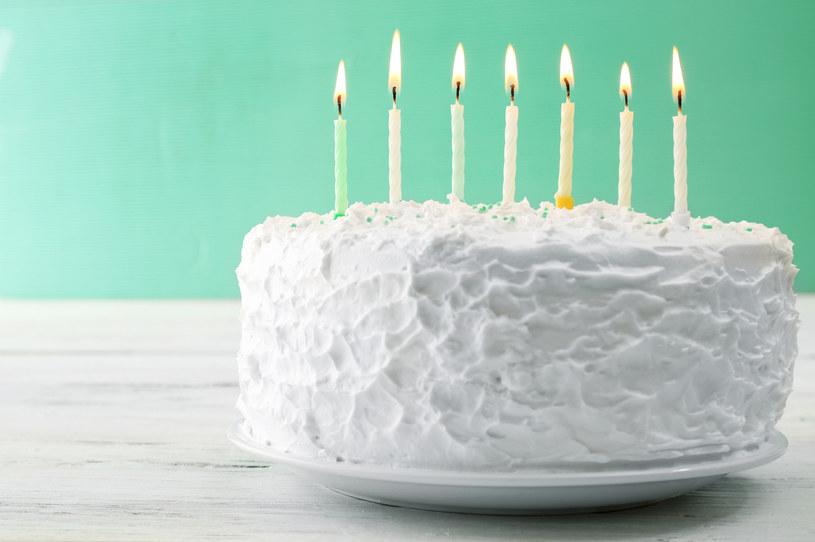 Podstawą tego tortu jest krem /123RF/PICSEL