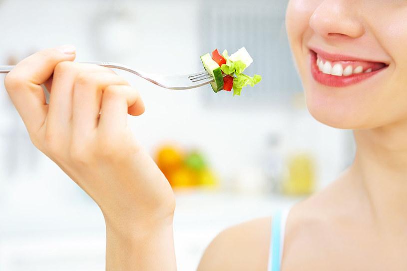 Podstawową czynnością zmierzającą do obniżenia cholesterolu jest radykalna zmiana diety /123RF/PICSEL