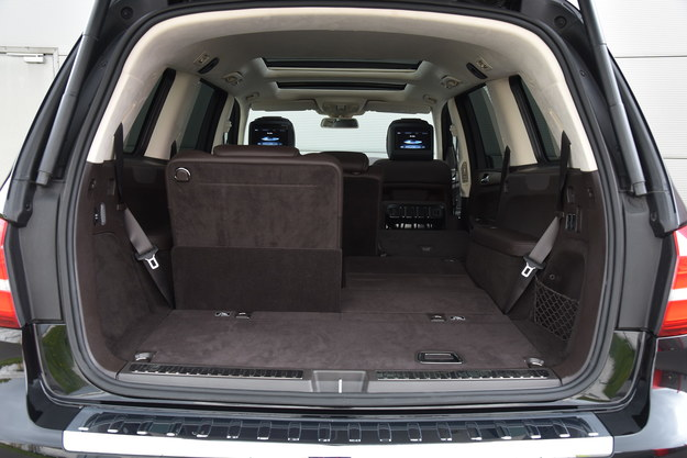 Podstawowa pojemność bagażnika to 680 litrów, a maksymalna – 2300 l. Niestety Mercedes nie podaje, jaka jest jego wielkość w konfiguracji 7-osobowej. /Motor